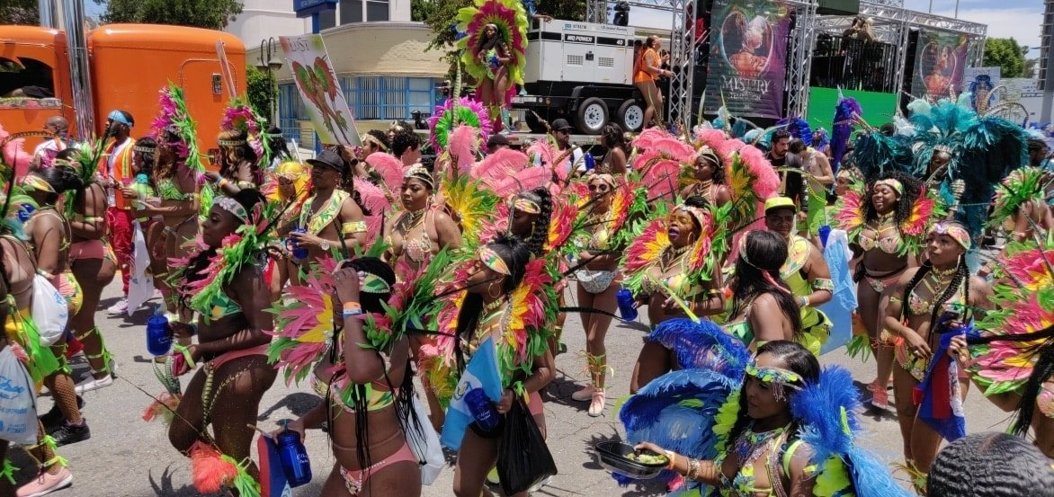 Los Angeles starts summer with carnival, shows the cities