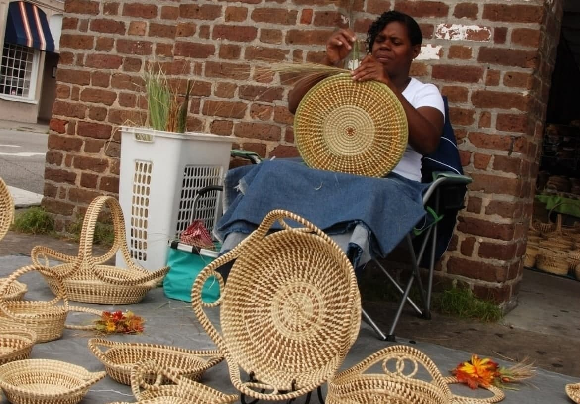 Charleston-The-unique-but-dying-art-of-Sweet-grass-basket-weaving-is-still-practiced-in-the-Carolinas-but-may-be-lost-in-the-next-generation.-e1554663687698.jpg