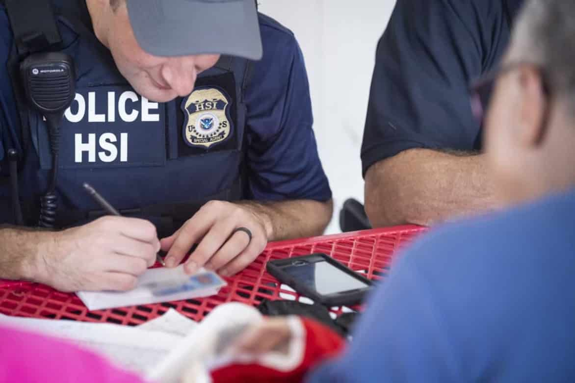 650 ICE agents deployed to Mississippi to arrest chicken